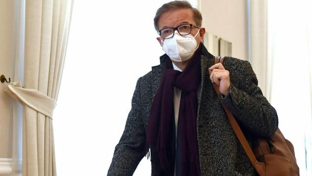 Die SPÖ will den ehemaligen Gesundheitsminister Rudolf Anschober (Grüne) in den Corona-Beschaffungsausschuss laden. (Bild: APA/HELMUT FOHRINGER)