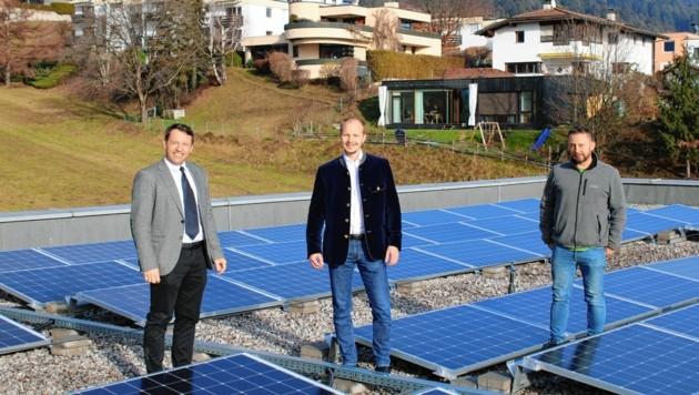 Erst kürzlich bekam auch das Dach der Volksschule in Arzl eine Fotovoltaikanlage. Weitere Projekte sind in Planung. (Bild: René Wex)