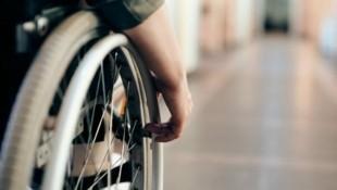 Bei einer temperaturabhängigen Form von Multipler Sklerose sind viele Patienten bei steigenden Temperaturen an den Rollstuhl gebunden - der Klimawandel verschlimmert die Situation zusätzlich. (Bild: Marcus Aurelius/Pexels)