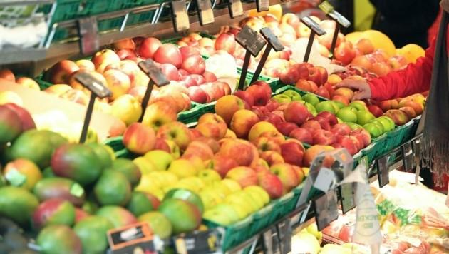 """82 Supermärkte in ganz Österreich wurden als Ziel für den """"Masken-Angriff"""" auserkoren. (Bild: APA/Helmut Fohringer)"""