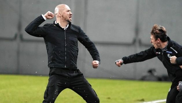Sturm-Trainer Christian Ilzer jubelt (Bild: Sepp Pail)