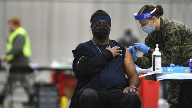 Impfung gegen das Coronavirus in Philadelphia (Bild: APA/Getty Images via AFP/GETTY IMAGES/Mark)