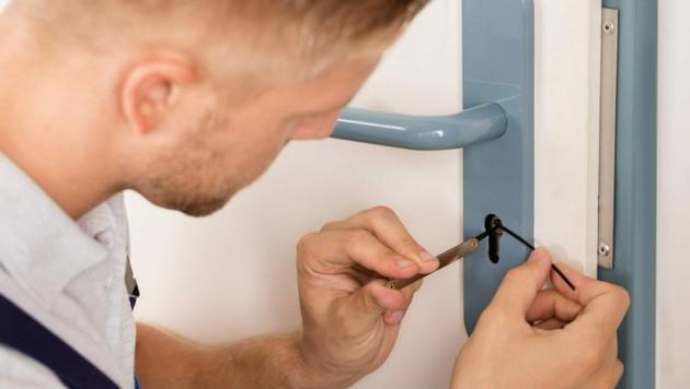 Es will wohl überlegt sein, welchen Schlüsseldienst man bei Bedarf engagiert (Symbolbild). (Bild: ©Andrey Popov - stock.adobe.com)
