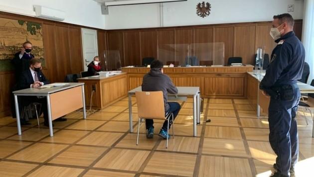 Wegen gefährlicher Drohung gegenüber seiner Ex-Freundin und Tierquälerei stand heute der 30-Jähriger vor Gericht. (Bild: Kerstin Wassermann)