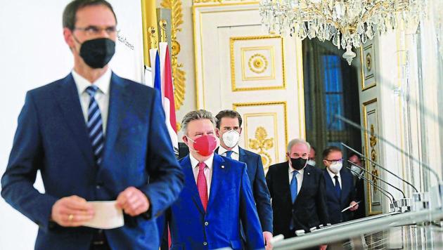 Landeshauptmann Markus Wallner schreitet voran - nicht unbedingt zur Freude aller Kollege (Bild: HELMUT FOHRINGER / APA / picturedesk.com)