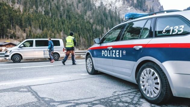 Polizei und Bundesheer kontrollieren in Bad Hofgastein und Radstadt. (Bild: EXPA / APA / picturedesk.com)