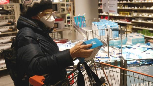 Millionen FFP2-Masken von Hygiene Austria werden über Supermärkte vertrieben. (Bild: AFP )