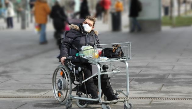 In zahlreichen Geschäften ist keine Barrierefreiheit gegeben. Menschen im Rollstuhl können den Shop dann nur schwer oder gar nicht betreten. (Bild: ÖZIV Access)
