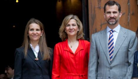 Die Prinzessinnen Elena und Cristina mit dem spanischen König Felipe VI. (Bild: ImageForum)