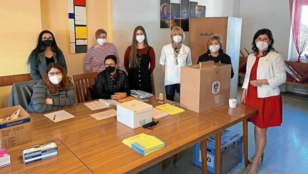 Im Wahllokal in Gemmersdorf haben Frauen die Hosen an (Bild: Gemeinde St. Andrä)