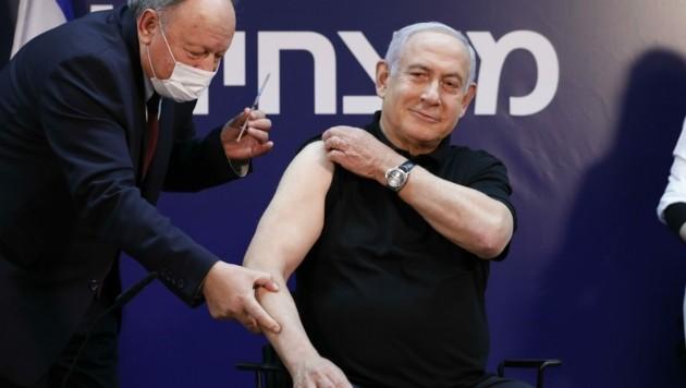Erst der Chef und dann im Eiltempo das ganze Volk: Am 19. Dezember 2020 erhielt Premier Netanyahu die Spritze, um als Vorbild die vielen Impfskeptiker im Land zu überzeugen. (Bild: AMIR COHEN)