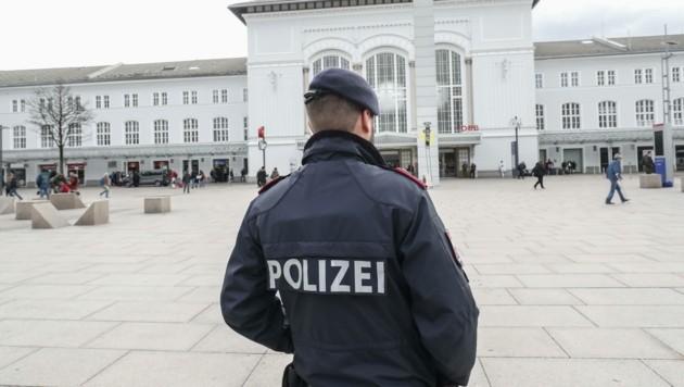Spuckattacken auf Beamte: Die Gewerkschaft fordert mehr Schutz. (Bild: Tschepp Markus)