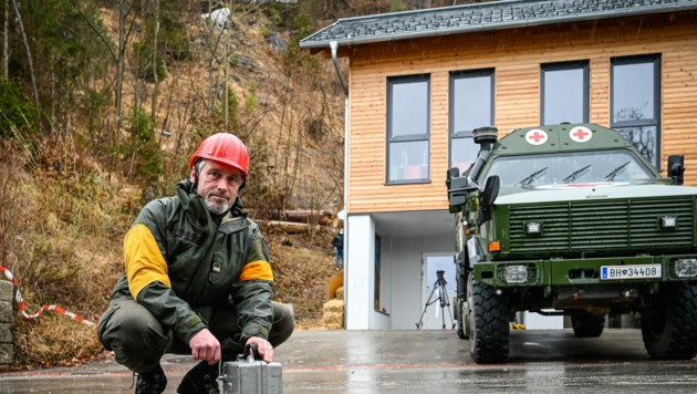 Sprengmeister Christian Eilmannsberger vom Bundesheer war für die sichere Detonation verantwortlich (Bild: Alexander Schwarzl)