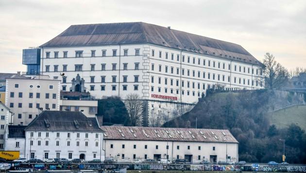 Aus dem langen Gebäudetrakt unterhalb des Linzer Schlosses soll künftig ein Parkhaus werden (Bild: © Harald Dostal)