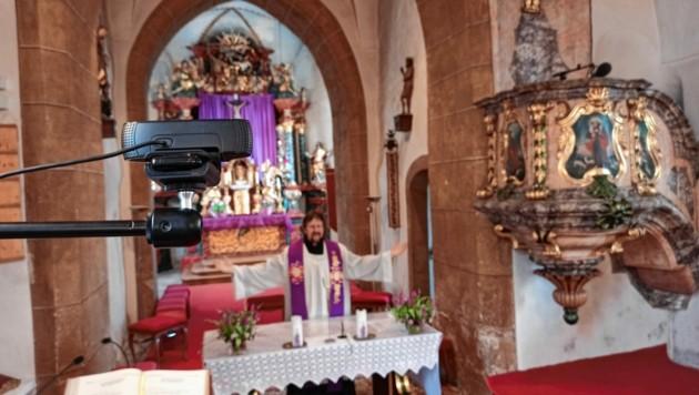 Mit einer Kamera (links im Bild) wird die Messe gestreamt. (Bild: Dorian Wiedergut)
