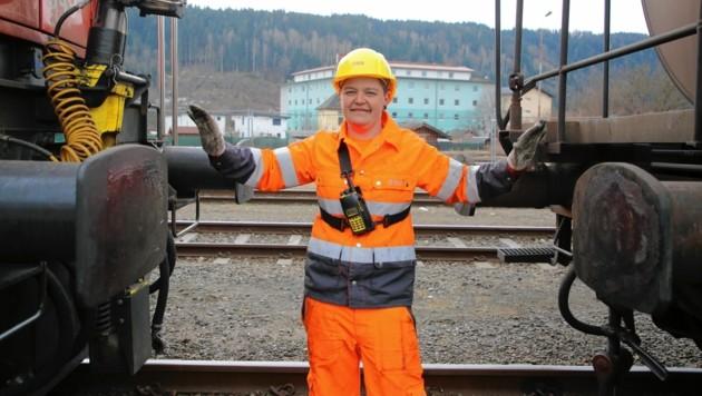 Julia Tscharf (29) hat ihren Traumjob gefunden: Sie arbeitet als Verschieberin. Eine gefährliche Aufgabe! (Bild: Evelyn HronekKamerawerk)