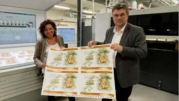 Der Andruck ist geschafft! Irene Pfleger und Josef Weidinger in der Druckerei (Bild: Weidinger)