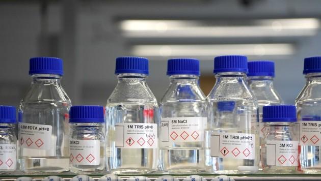 Nun versuchen Labore in Salzburg, die Mutationen des Coronavirus schneller nachweisen zu können. (Bild: ROLAND SCHLAGER)