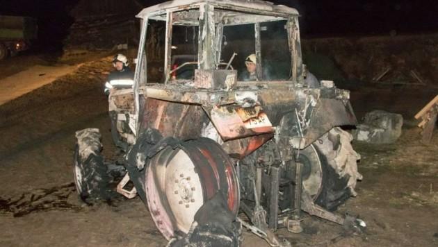 Dieser Traktor in Steinbach war nicht zu retten. (Bild: BFKdo Gmünd)