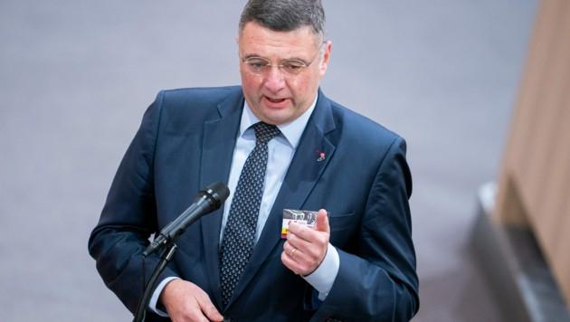 Der stellvertretende SPÖ-Klubvorsitzende will aufklären, wer für die Pannen bei der Beschaffung von Impfstoffen verantwortlich ist. (Bild: APA/Georg Hochmuth)