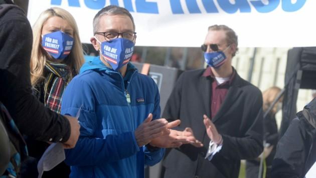 FPÖ-Klubchef Kickl sprach am Samstag zweimal bei Kundgebungen gegen die Covid-19-Maßnahmen in Wien. (Bild: APA/Herbert Pfarrhofer)
