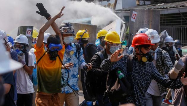 Polizei und Militär gehen seit Wochen immer brutaler gegen die Demonstranten vor. (Bild: AP)