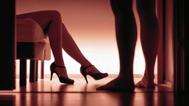 An die 200 Sexarbeiterinnen sollen aktuell allein in Graz auf diversen Internetplattformen ihre Dienste anbieten. Die Polizei hat im heurigen Jahr schon 109 Anzeigen wegen illegaler Wohnungs-Prostitution ausgestellt. (Bild: ©terovesalainen - stock.adobe.com)