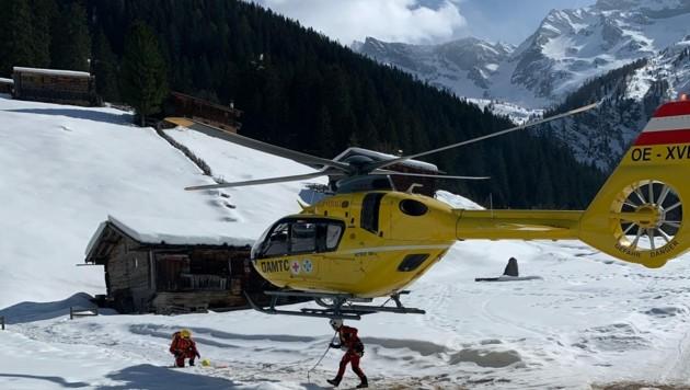Der Mann wurde ins Spital geflogen. (Bild: zoom.tirol)