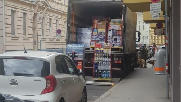 Anlieferung in der Ladezone. (Bild: FPÖ Wien)