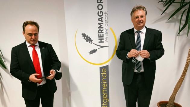Der alte und der neue Bürgermeister von Hermagor. Siegfried Ronacher (li.) und ein glücklicher Leopold Astner (re.) (Bild: Hannes Wallner)