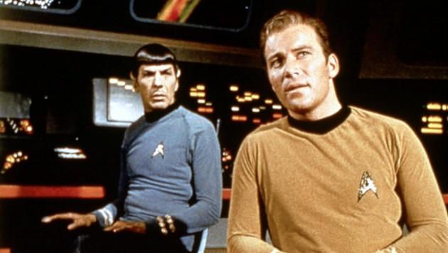 Mr. Spock (Leonard Nimoy) und Captain James T. Kirk (William Shatner) auf der Brücke der Enterprise (Bild: PARAMOUNT TELEVISION / Mary Evans / picturedesk.com)