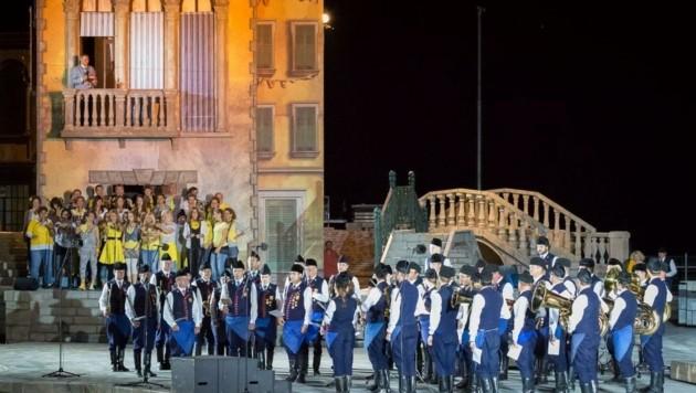 Auf der Seebühne in Mörbisch ist am 21. August das Feuerwerk der Blasmusik. (Bild: Honorar)