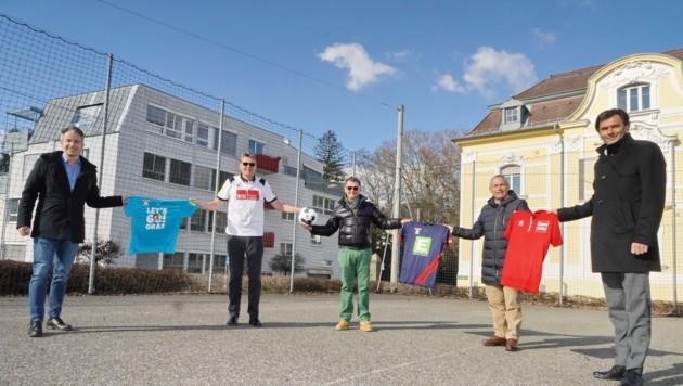 Ziviltechniker Bernhard Kaufmann (2. v. li. ist mit der IKK Group Partner unserer Vereinsaktion. (Bild: Sepp Pail)