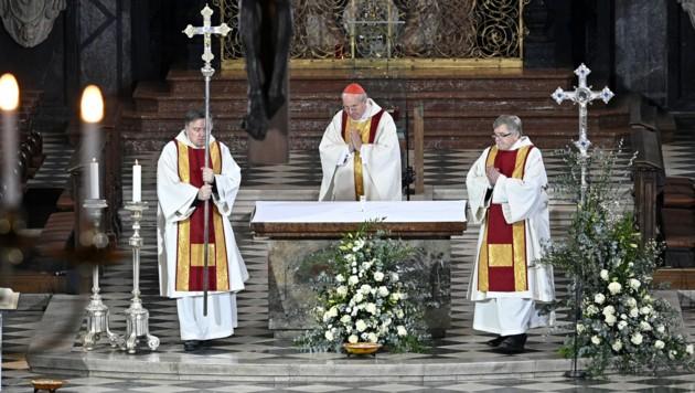 Kardinal Christoph Schönborn feiert 2020 den Oster-Gottesdienst im Wiener Stephansdom. Anders als vergangenes Jahr sollen heuer Gläubige vor Ort mitfeiern dürfen. (Bild: APA/HANS PUNZ)
