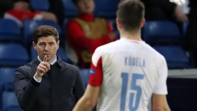 "Steven Gerrard und ""Buhmann"" Ondrej Koudela (Bild: AFP/Andrew Milligan)"