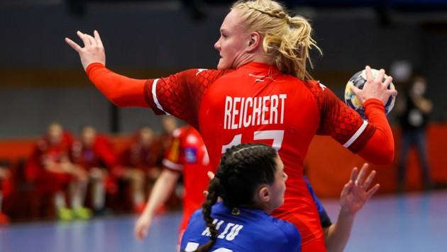 Matchwinner Johanna Reichert gegen Fiotre Aliu (KOS) (Bild: GEPA/Philipp Brem)