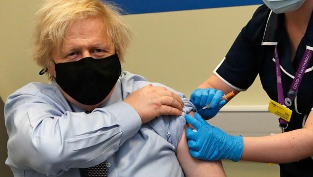 """""""Es war sehr gut, sehr schnell"""", sagte der britische Premier Boris Johnson nach seiner Corona-Impfung mit AstraZeneca. (Bild: AFP)"""
