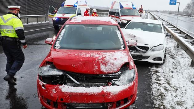Auf der Welser Autobahn kam es zu Serienunfällen. (Bild: APA/LAUMAT.AT/MATTHIAS LAUBER)