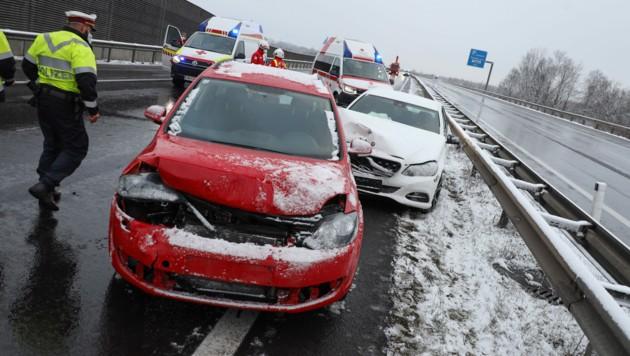 24 Verletzte forderte die Unfallserie im Schneesturm (Bild: laumat.at/Matthias Lauber)