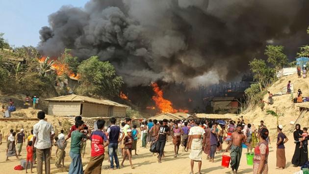 Nach einer ersten Schätzung seien mindestens 9500 Unterkünfte zerstört worden. (Bild: AP)