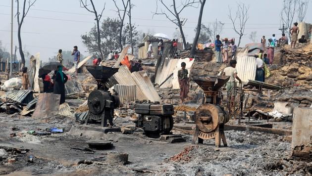 Sie hatten schon einmal alles verloren. Nun stehen diese Rohingya-Flüchtlinge erneut vor dem Nichts. (Bild: AP)