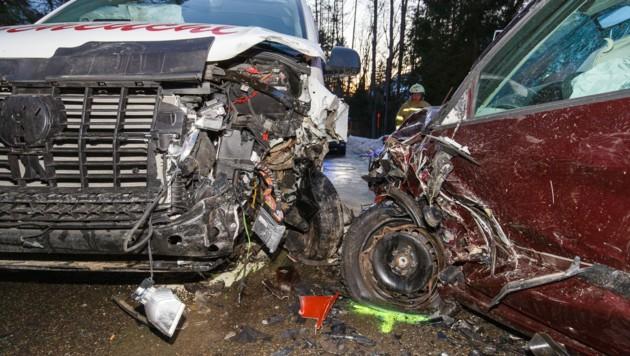 Bei einer Kollision in Raggal wurden vier Menschen verletzt. (Bild: Bernd Hofmeister)