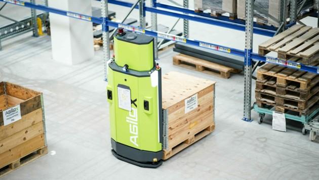 Die fahrerlosen Transportsysteme werden direkt am Firmenstandort intensiven Tests unterzogen. (Bild: Markus Wenzel)