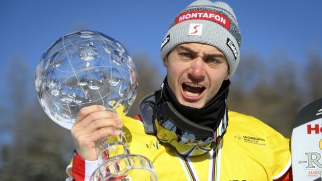 Boardercrosser Alessandro Hämmerle will bis zur Heim-WM 2027 weiterfahren. (Bild: EPA)