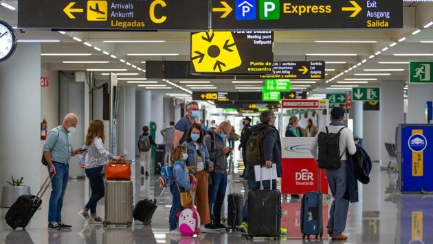 Zum Beginn der Osterferien flogen am Wochenende Tausende deutsche Touristen nach Mallorca. (Bild: AFP)