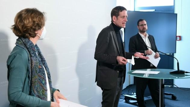 Von links: Stephanie Krisper (NEOS), Jan Krainer (SPÖ) und Christian Hafenecker (FPÖ) (Bild: APA/Helmut Fohringer)