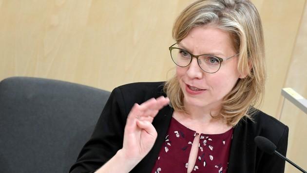 Klimaschutzministerin Leonore Gewessler hat auf die Vorwürfe gegen ihren Mitarbeiter umgehend reagiert. (Bild: APA/ROLAND SCHLAGER)