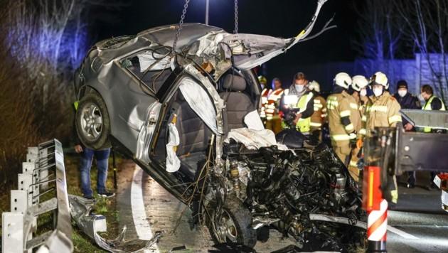 Das Wrack des Unfallautos nach der Kollision am Freitag. (Bild: Tschepp Markus)