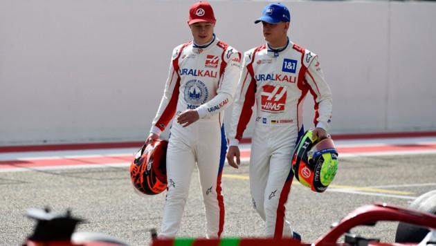 Nikita Mazepin (li.) und Mick Schumacher (Bild: APA/AFP/Mazen MAHDI)