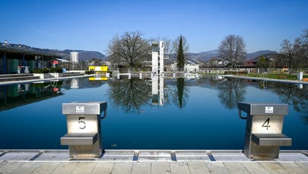 Das Sportbecken im Linzer Parkbad (Bild: Alexander Schwarzl)